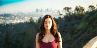 Evelyn-Sharma-Doing-Yoga