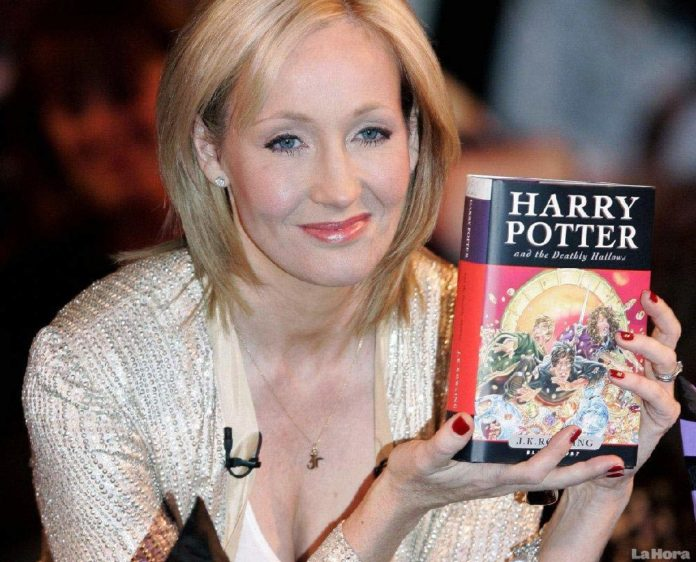 JK Rowling Picture 696x562