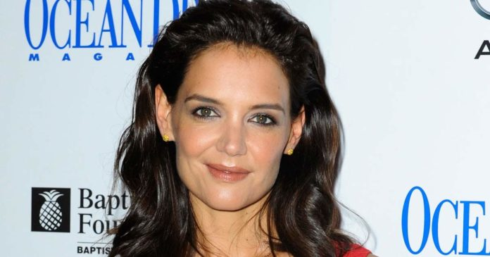 Katie Holmes hot picture 696x365