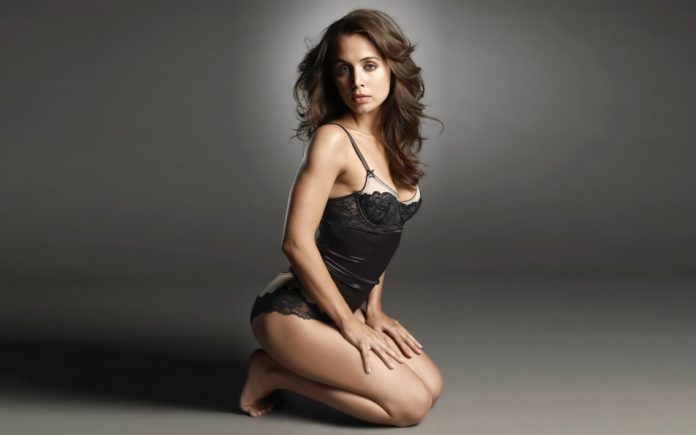 Willa Holland breast size 696x435