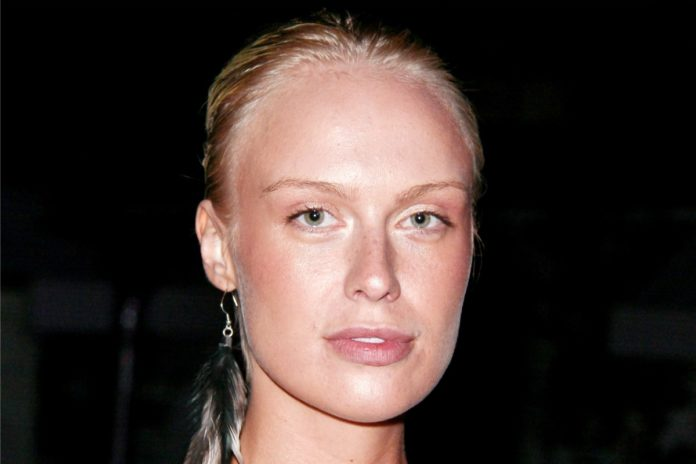 CariDee English Pics 696x464