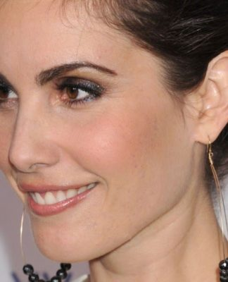 Carly Pope Pics