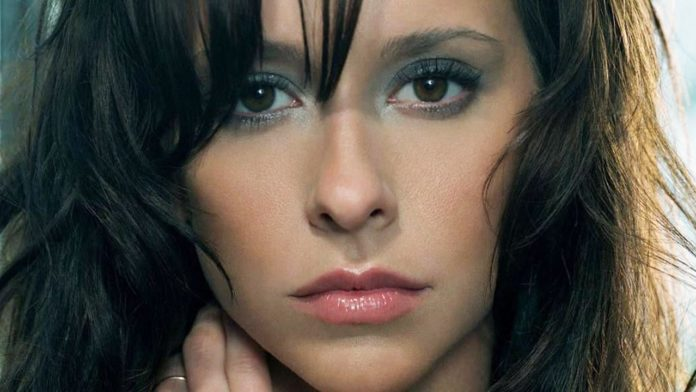 Jennifer Love Hewitt Pics 696x392