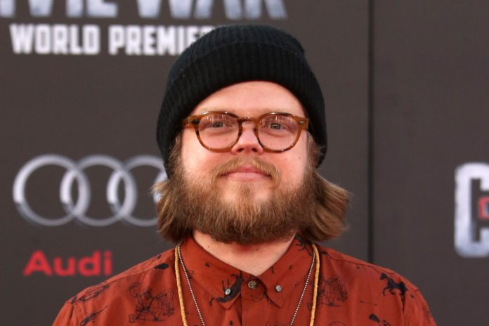 http://www.hollywood.com/general/actor-elden-henson-files-for-divorce-60689780/